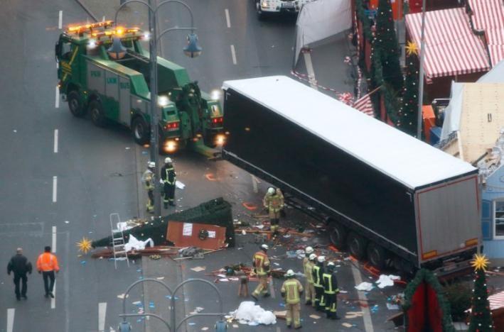 ادای احترام به قربانیان حادثه تروریستی برلین