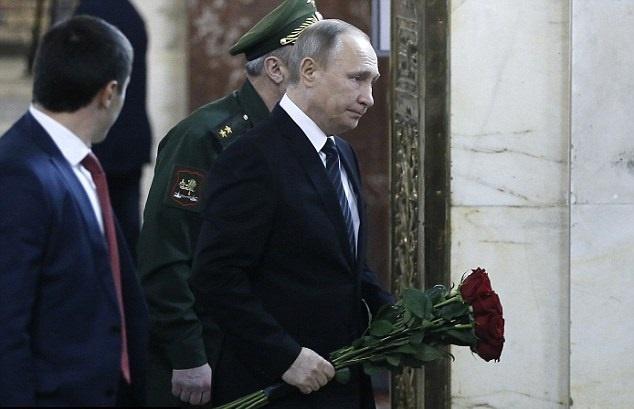 ادای احترام پوتین به سفیر ترور شده,سفیر ترور شده روس,ادای احترام پوتین