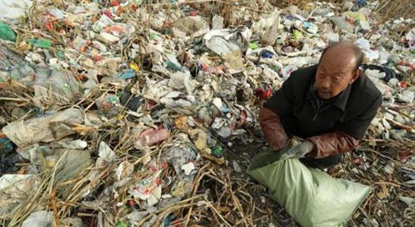بحران چین با شناور شدن ۱۰۰ تن زباله در سواحل شانگهای