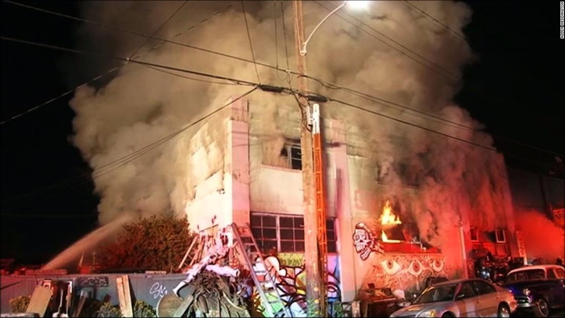 تصاویر | آتشسوزی مرگبار در کالیفرنیا | حداقل ۹ کشته در یک مهمانی شبانه