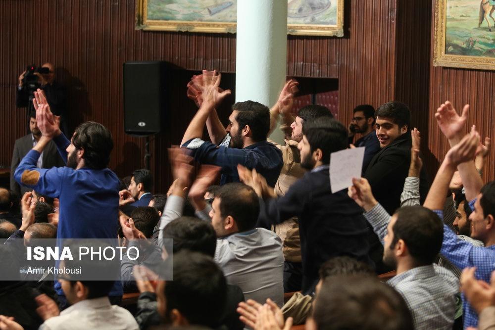 تصاویر | روحانی در دانشگاه تهران و استقبال دانشجویان | حضور دلواپسان با شعارهای ضد دولت