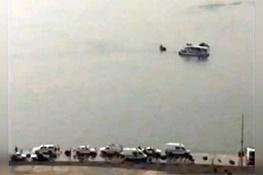 فیلم | امدادگران به دنبال دوسرنشین سانحه سقوط بالگرد در دریاچه چیتگر