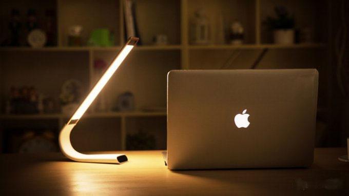 تصاویری از لامپ بی سیم ال ای دی محافظ چشم،مخصوص کار با لپ تاپ در شب