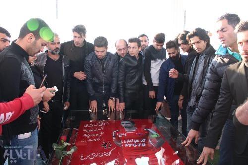 پرسپولیسی ها در مراسم رونمایی از مقبره هادی نوروزی