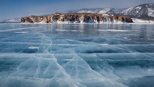 یخ زدن عمیقترین دریاچه جهان+عکس