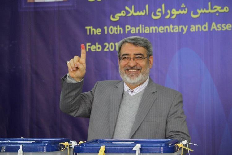 چهرههای سیاسی در حال رایدادن/از احمدینژاد و بقایی تا مصافحه کواکبیان و حدادعادل