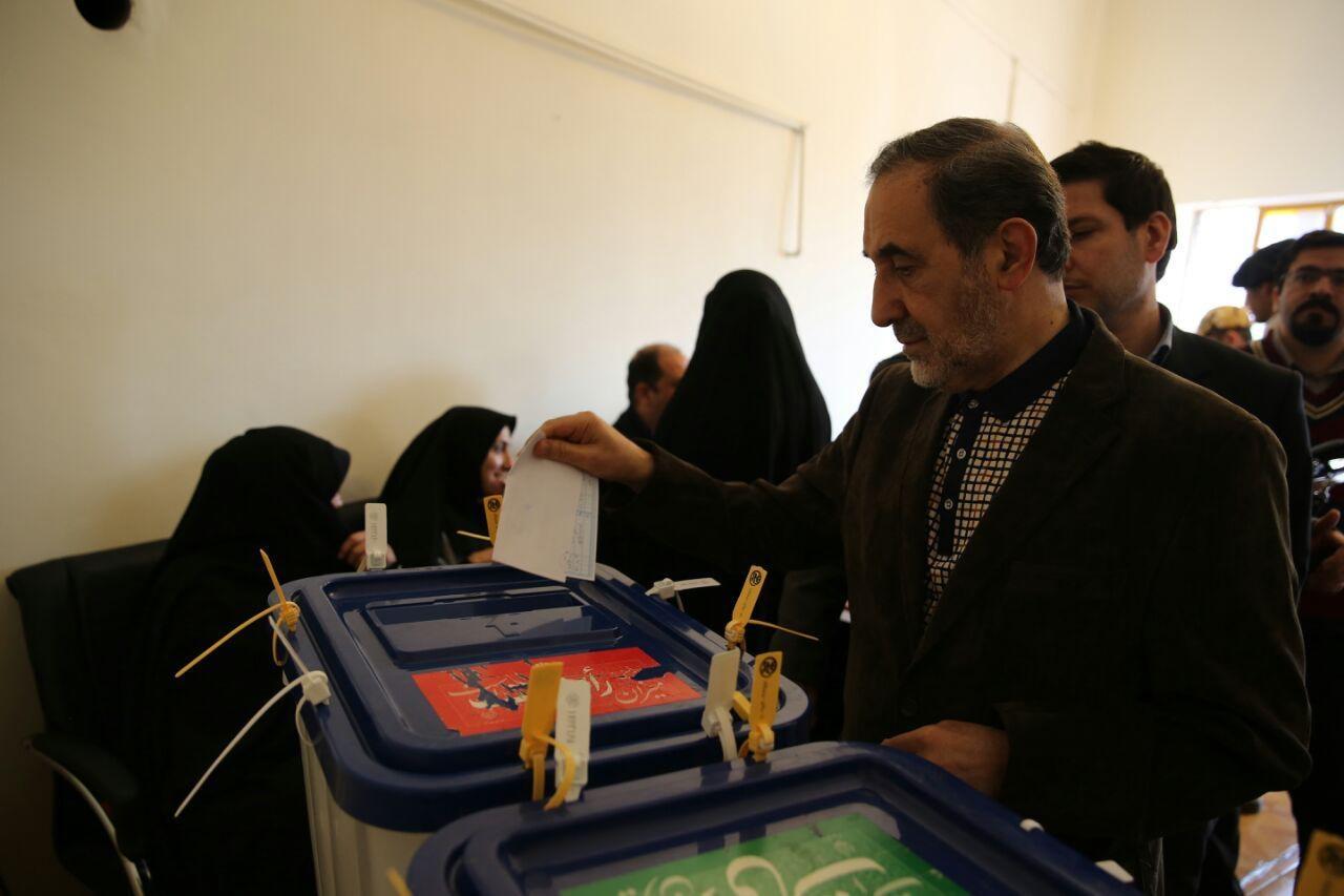 تصاویری از سیاسیون پای صندوق رای/ از ولایتی و غرضی تا نهاوندیان و علوی