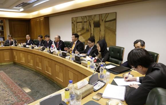 افتتاح حساب مشترک بانکی بین ایران و کره جنوبی / رئیس جمهور کره جنوبی به ایران می آید