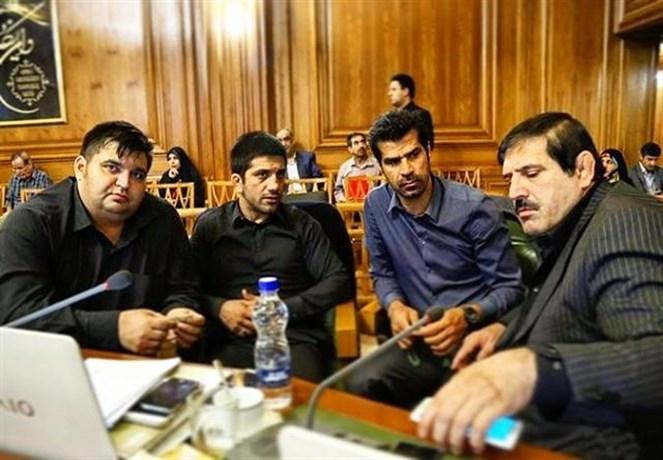 موضعگیری شدید ورزشیهای شورا علیه وزارت ورزش/ اجازه نمیدهیم یک آجر از امجدیه کم شود
