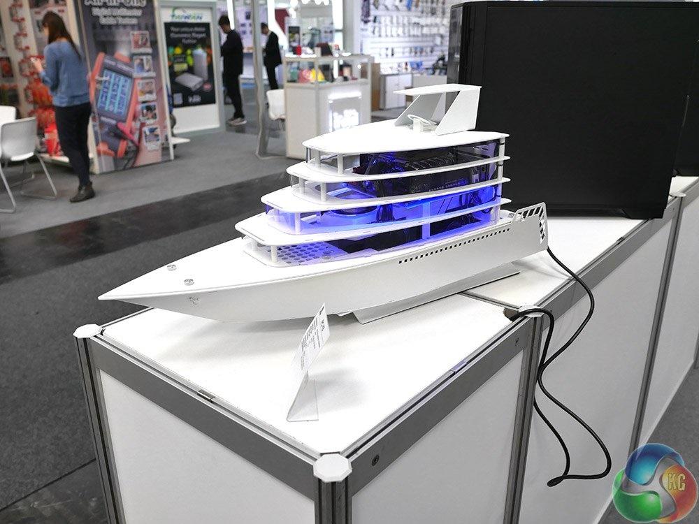 این کشتی نیست، بلکه کامپیوتری فوقالعاده زیبا در نمایشگاه CeBIT 2016 است