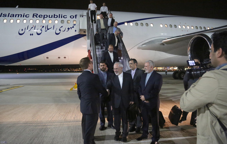 ظریف رکورد طولانی ترین سفر هوایی پیوسته در ایران را شکست
