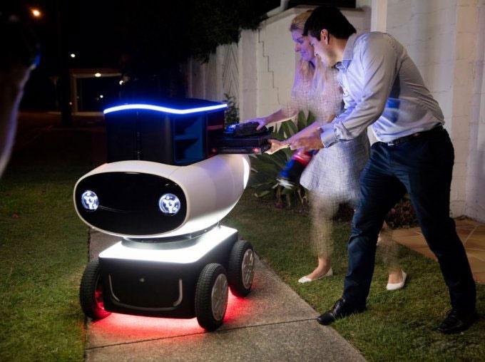 تصاویری از ربات پیتزافروش در خیابانهای استرالیا