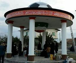 تصویری از مسافران نوروزی بر سر مزار هادی نوروزی