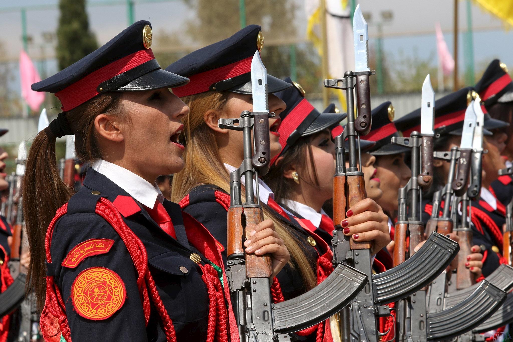 تصاویری از مراسم فارغ التحصیلی زنان پیشمرگ/ بارزانی: این زنان به جنگ داعش میروند