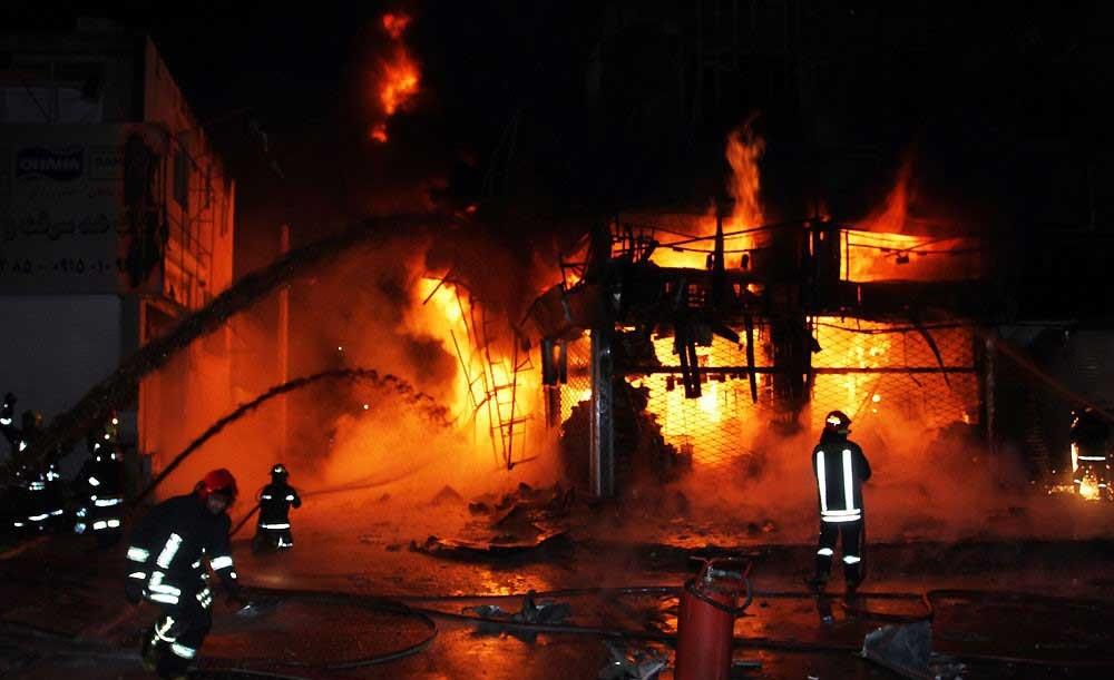 آتش سوزی مهیب در بلوار قرنی مشهد