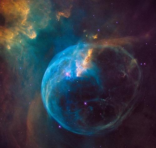 جشن تولد 26 سالگی تلسکوپ فضایی هابل/ثبت یک تصویر خارقالعاده از سحابی حباب