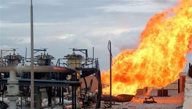 توافق شورشی ها در بازار نفت/چه گروههایی حتی از کاهش قیمت نفت سود می برند؟