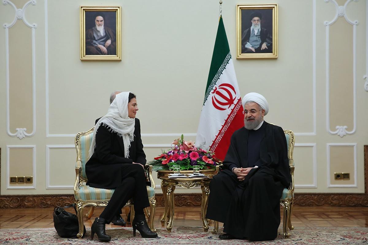 روحانی: برجام تنها با اجرای دقیق تعهدات مستحکم میشود/یکی از ریشههای تروریسم ناامیدی جوانان است