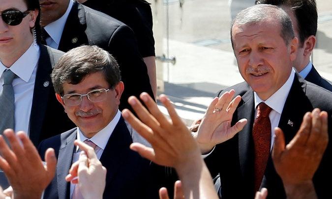 داوداوغلو با کنار رفتن از نخستوزیری به مرده سیاسی بدل میشود/ ترکیه در مسیر دیکتاتوری فردی است