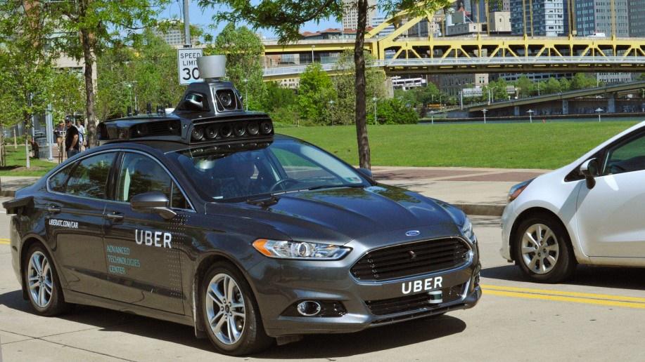 رونمایی از خودروی خودران اوبر در خیابانهای آمریکا / عکس