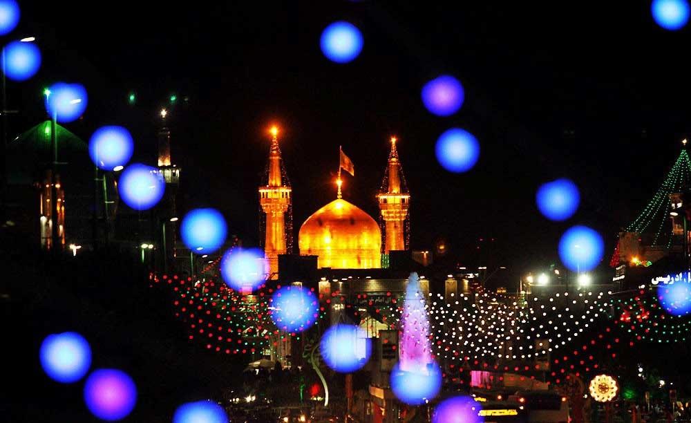 حال و هوای حرم رضوی و شهر مشهد در شب نیمه شعبان