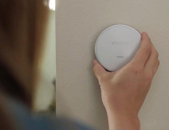 با ضربه به دیوار، لامپ یا تلویزیون را روشن کرده و یا موبایل خود را بیابید / عکس