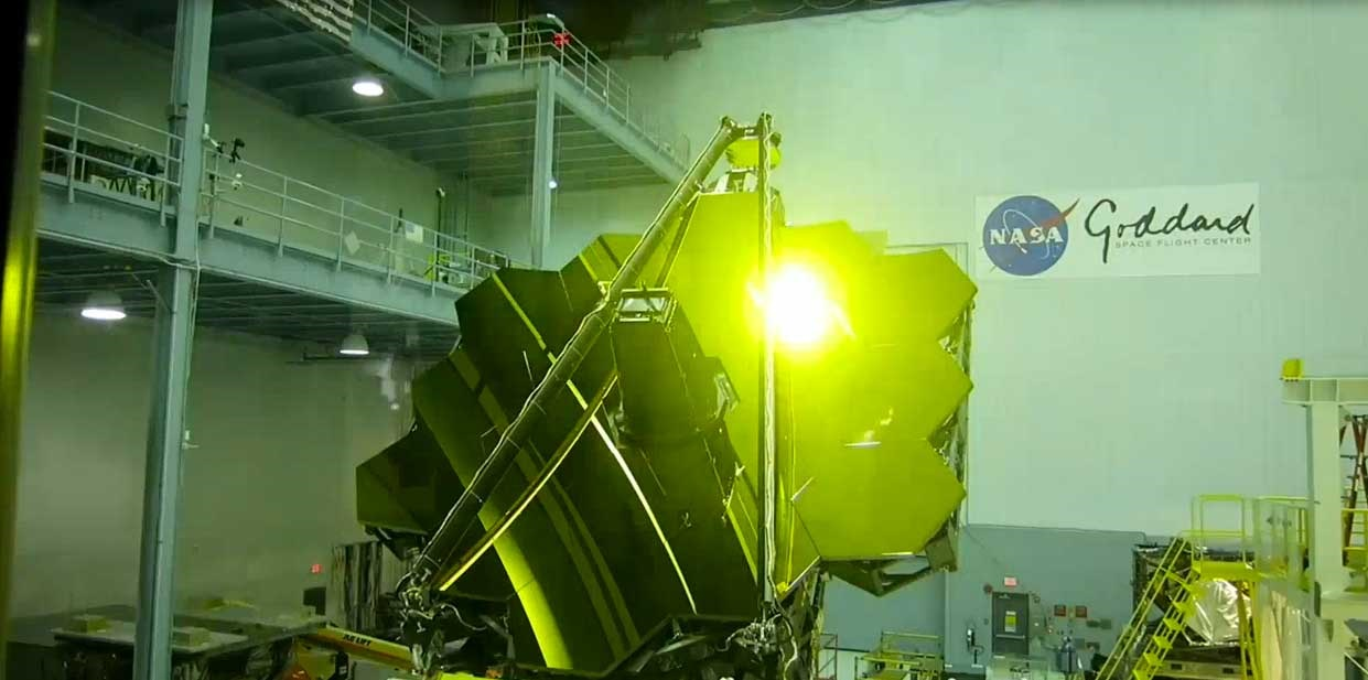 نصب آینه روی بزرگترین تلسکوپ جهان