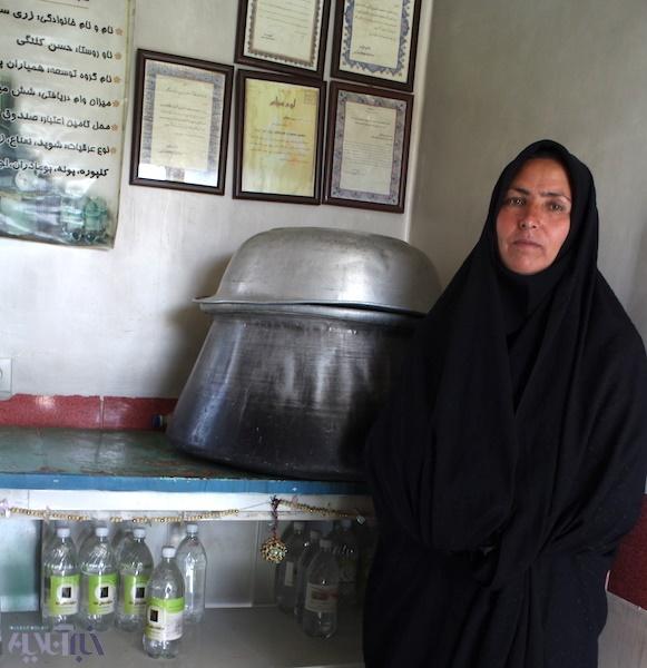 زری روستای حسن کلنگی برندساز شد/ گزارشی از کارگاه زنی که با عرقیات سنتی از فقر نجات پیدا کرد