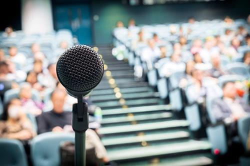 چطور در جمع مثل آب خوردن سخنرانی کنید؟/راهکارهای علمی برای بالا بردن اعتماد به نفس