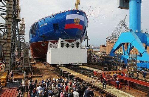 روسها بزرگ ترین کشتی یخ شکن اتمی جهان را به آب انداختند/هدف:قطب شمال