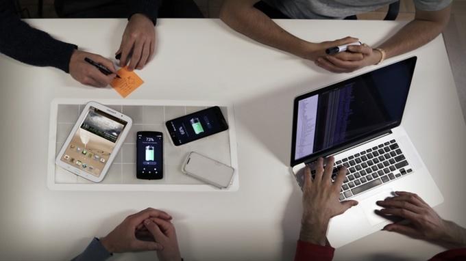 با این استیکر رسانا، موبایل خود را بهصورت بیسیم شارژ کنید / عکس