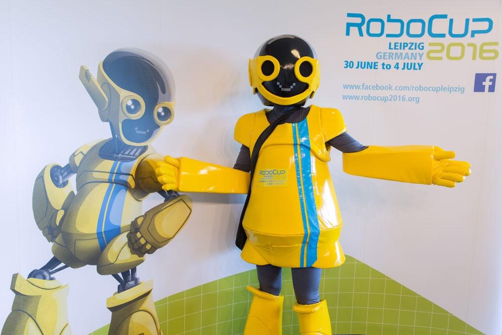 شکست تیم رباتیک تویوتای ژاپن توسط دانشگاه آزاد قزوین در ربوکاپ 2016 لایپزیک آلمان