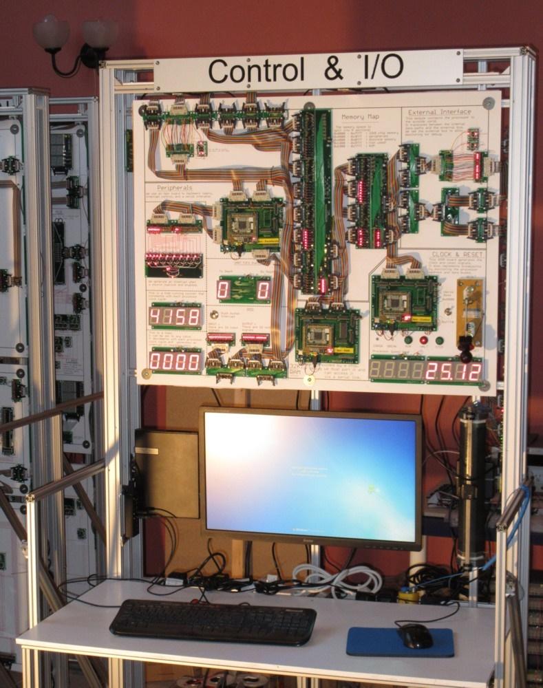 مهندس انگلسیی و نحوه ساخت ابرپردازنده 10 متری برای بازی پازل بی انتهای تتریس / عکس