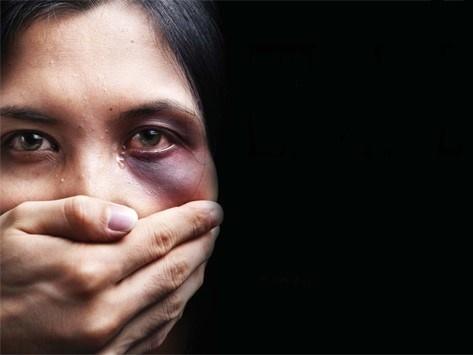 کاغذهایی که به خونم سرخ نمیشوند/ روایت تلخ یک قربانی خشونت خانگی