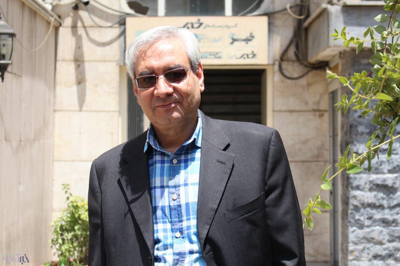 ابراهیم اصغرزاده: دم خروس اصولگرایان در جنجال فیشهای حقوقی دائما بیرون میزند