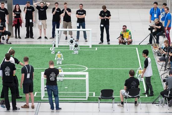 دو تیم رباتیک ایرانی در یک چهارم نهایی ربات انسان نمای سایز بزرگ ربوکاپ 2016 آلمان