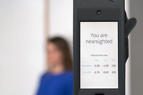 تبدیل کردن آیفون به دستگاه سنجش بینایی!/فناوری جدید پزشکی برای راحت شدن تهیه عینک