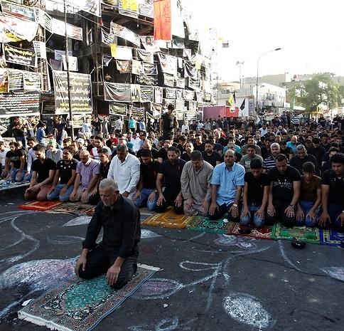 عکس | اقامه نماز عید فطر در محل انفجار الکراده