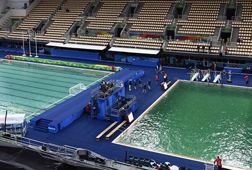 آب استخر مسابقات شیرجه ریو چرا سبز شد؟/معمای این روزهای المپیک