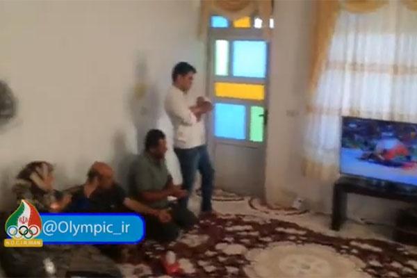 فیلم | لحظات پرهیجان در منزل حسن یزدانی | همه در انتظار طلا