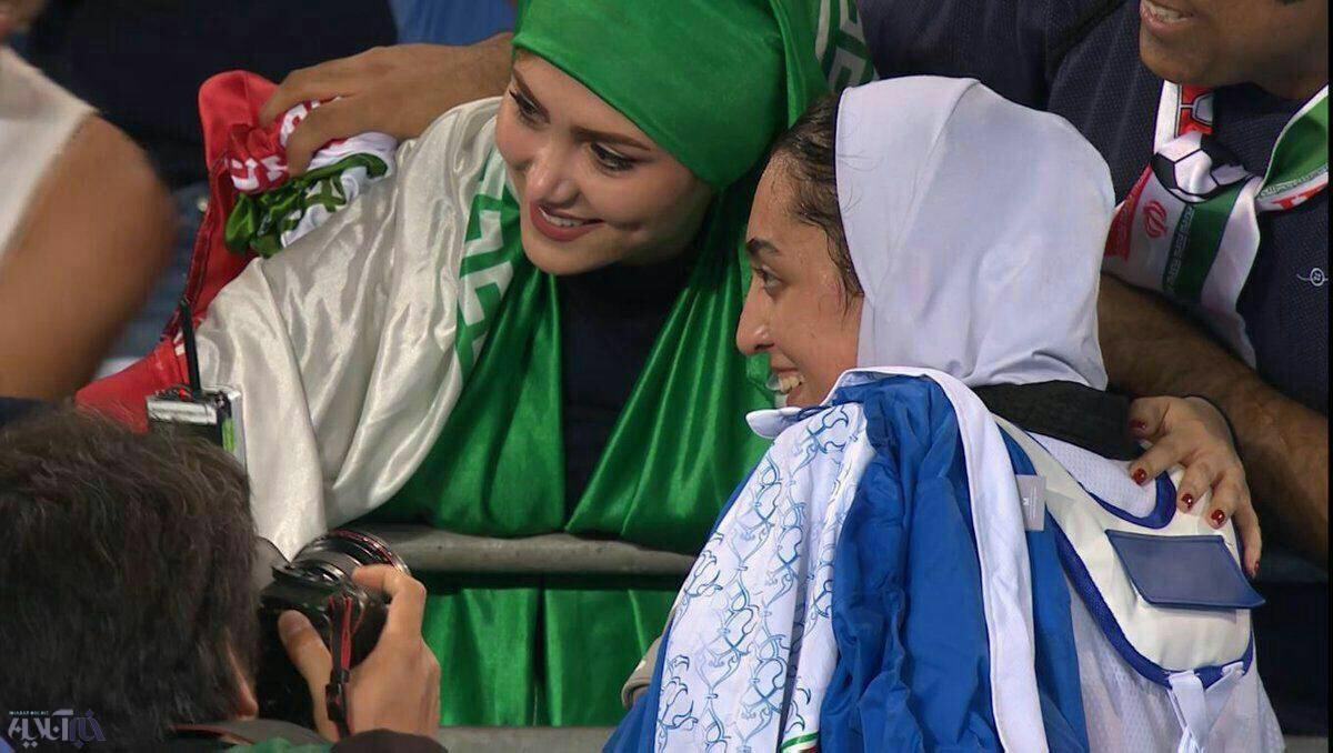 عکس   سلفی یک دختر ایرانی با اولین مدالآور تاریخ بانوان ایرانی در المپیک