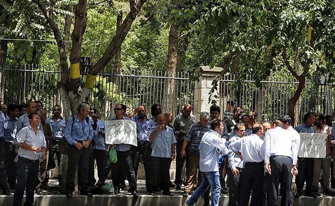 تجمع رانندگان اتوبوس واحد مقابل شورای شهر تهران