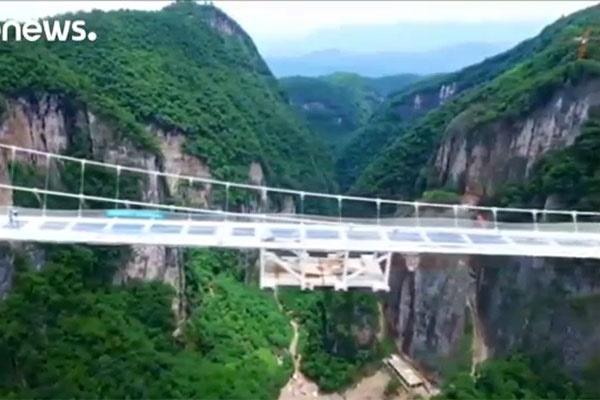 فیلم | طولانیترین و مرتفعترین پل شیشهای جهان