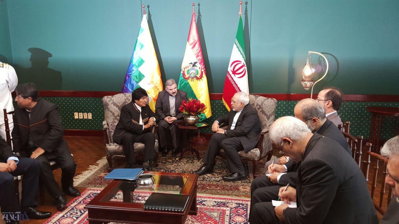 ظریف با مورالس دیدار کرد/ هدایایی که رد و بدل شد/عکس