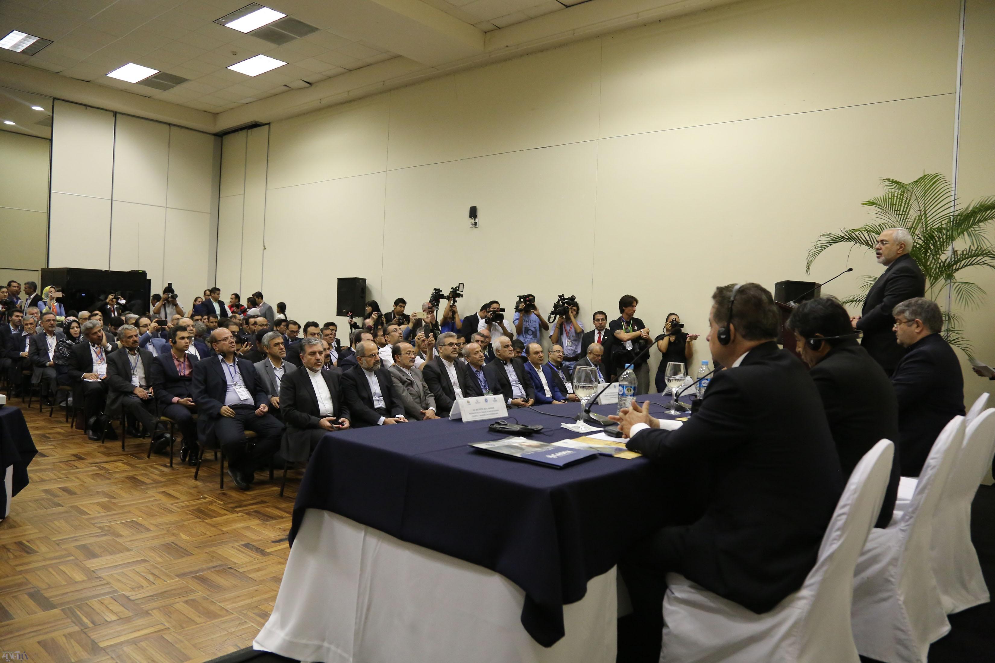 تصاویر |  نشست اقتصادی ایران و بولیوی با حضور ظریف