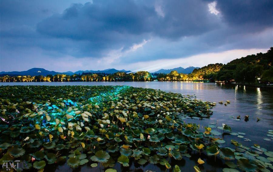 عکس | نمایی زیبا از دریاچهای در چین