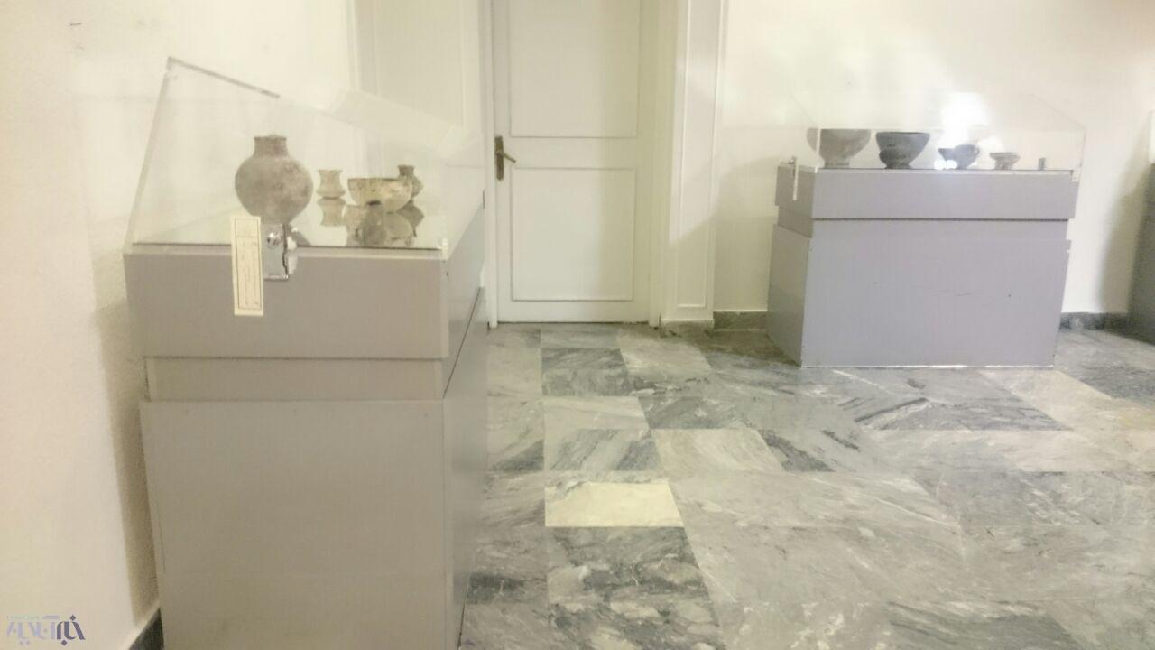 اینجا موزه رضا عباسی؛ این عتیقهها و کاشیها از قاچاقچیان عتیقه کشف شدهاست