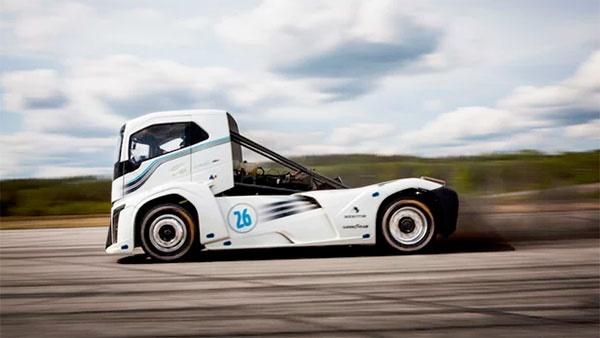 16 8 28 125113Untitled 1 - شوالیه آهنین؛ کامیون«ولوو» رکوردشکن سرعت دنیا