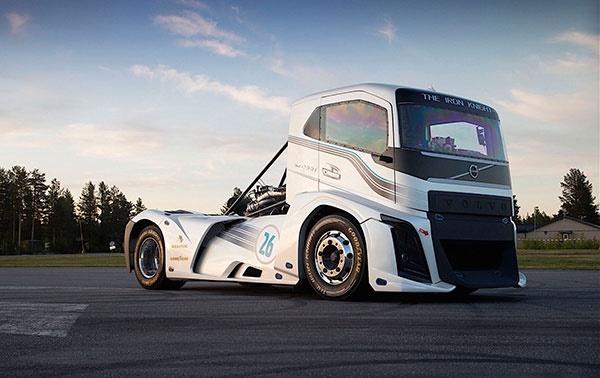 16 8 28 125142Volvo Iron Knight - شوالیه آهنین؛ کامیون«ولوو» رکوردشکن سرعت دنیا