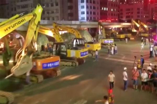 فیلم | تخریب یک شبه پلی در چین با بیش از 100 بیل مکانیکی